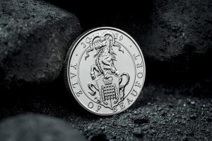 ST UK 2019 Queens Beasts Yale of Beaufort CuNi BU 5 Coin Lifestyle1 1050 300x199 - What are 'The Queen's Beasts' and why do they feature on the new £5 coins?